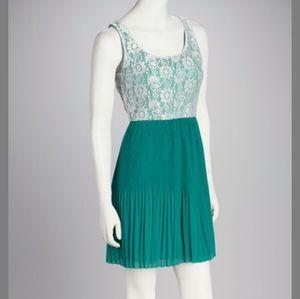🌸Jade and White Lace Sleeveless Dress Size L
